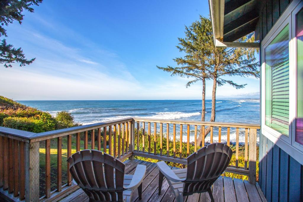 Spectacular Seaside Surf-View Home