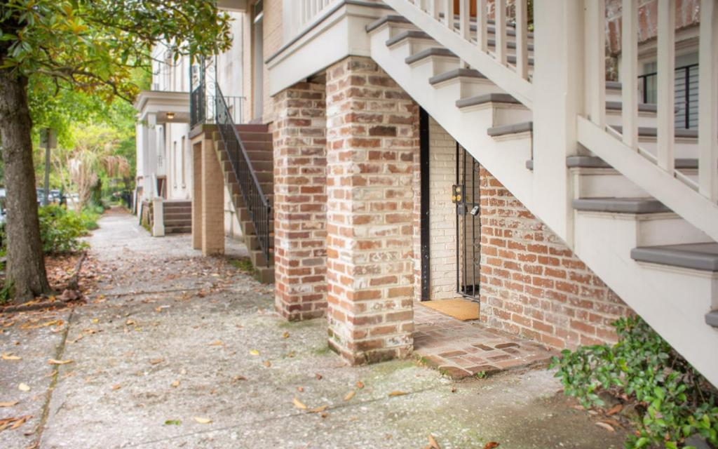 See all 6 photos Savannah Chic - One Bedroom Apartment