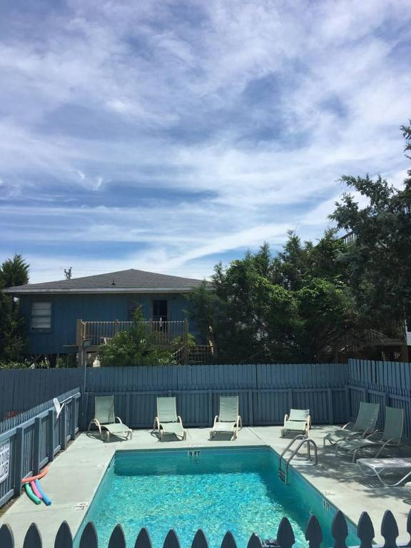 BREEZY - HEATED POOL TO ENJOY SPRING & FALL