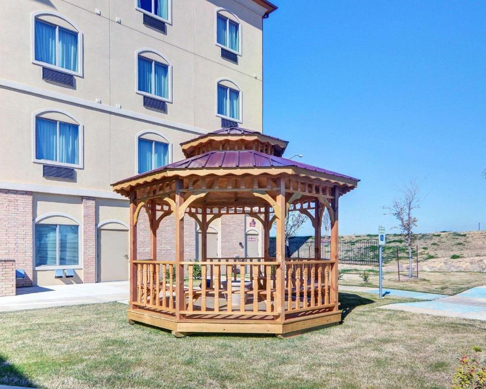 Comfort Suites At Lake Worth photo