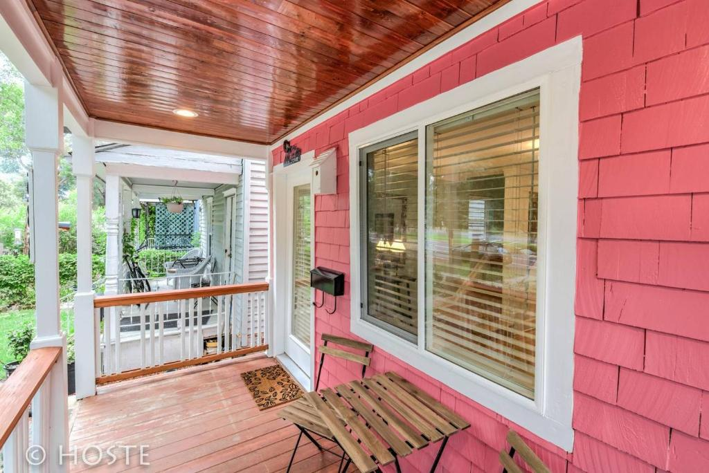 *H NEW!* Pink Perfect Cottage Near Downtown