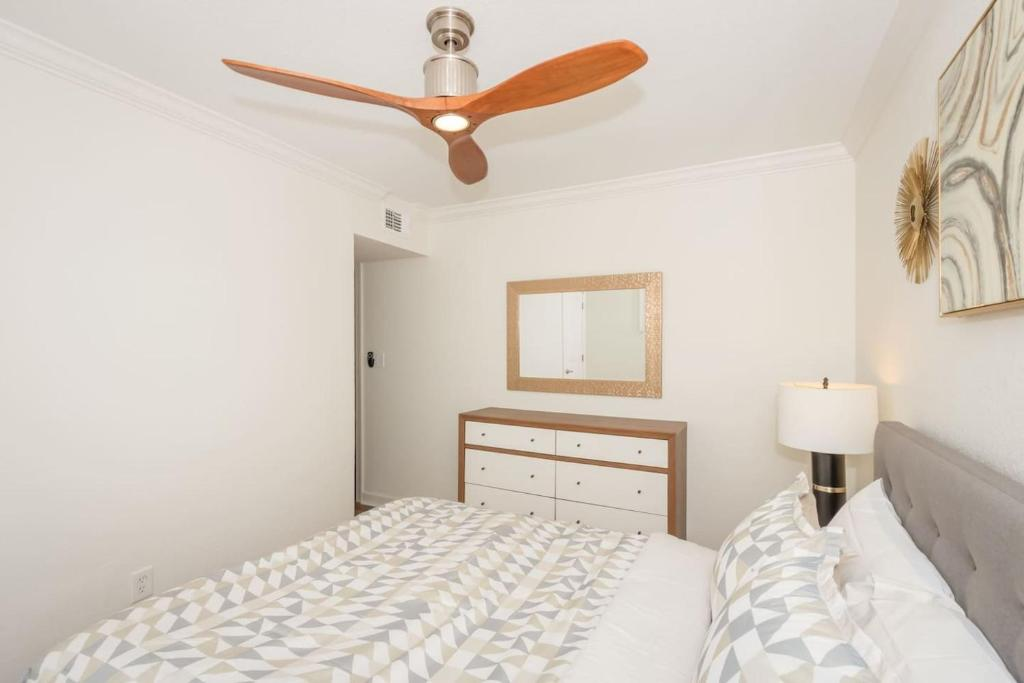 See all 6 photos Dune Cottage Ocean Suite (2-Bd/2-Bth Beach Condo)