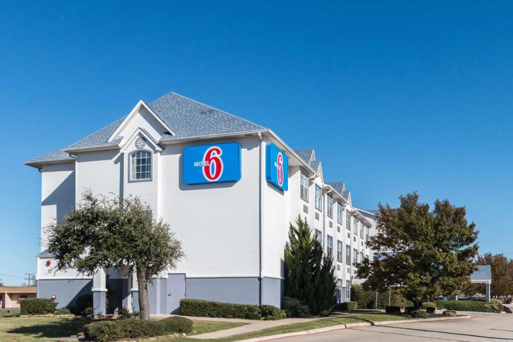 Motel 6 Fort Worth - Burleson photo