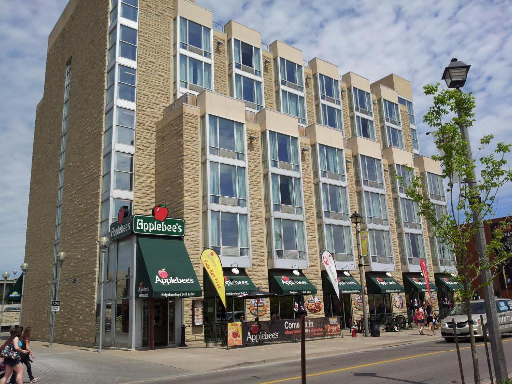 Book Now Days Inn Clifton Hill (Niagara Falls, Canada). Rooms Available for all budgets. Free Wi-Fi a pool and a location across from Casino Niagara put our guests in the center of the action at the Days Inn Clifton Hill. All 138 rooms at this seven-story property