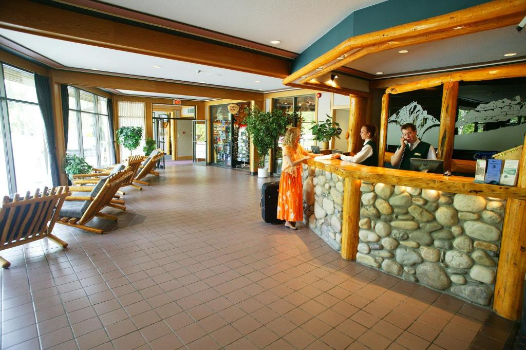 Book Now Inns Of Banff (Banff, Canada). Rooms Available for all budgets. Our guests enjoy mountain views at down-to-earth rates at the non-smoking Inns of Banff. This expansive five-floor hotel is home to 243 freshly updated rooms and suites with p