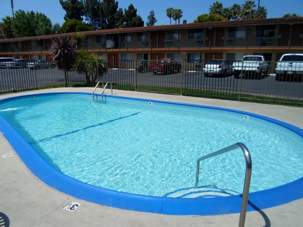 Book Now Bella Vista Inn Santa Clara (Santa Clara, United States). Rooms Available for all budgets. This Santa Clara motel is a 15-minute drive to Great America Theme Park and Heritage Rose Garden. It features an outdoor pool with jacuzzi free Wi-Fi and a 24-hour front desk.