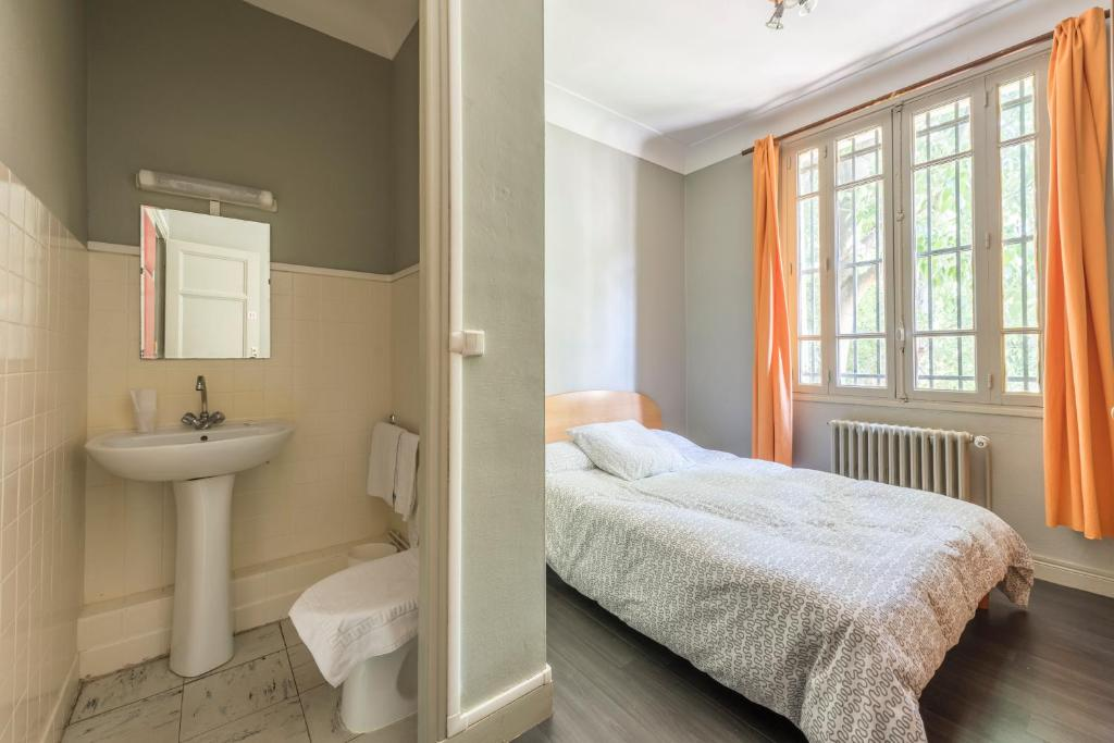 Double Room Annex with shared toilet and bathroom Hotel du Rocher