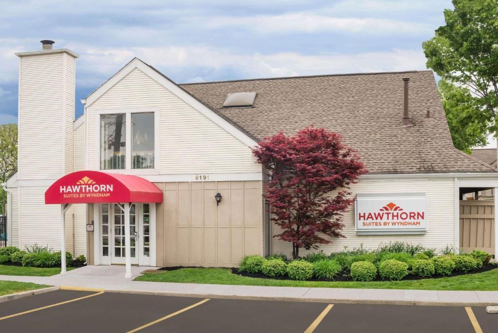 Hawthorn Suites By Wyndham Columbus North photo