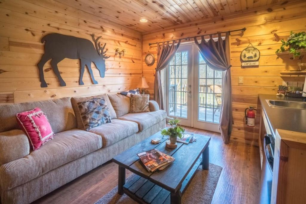 Best Price on Big Horn ( 1-Bedroom Cabin ) in Sautee Nacoochee (GA