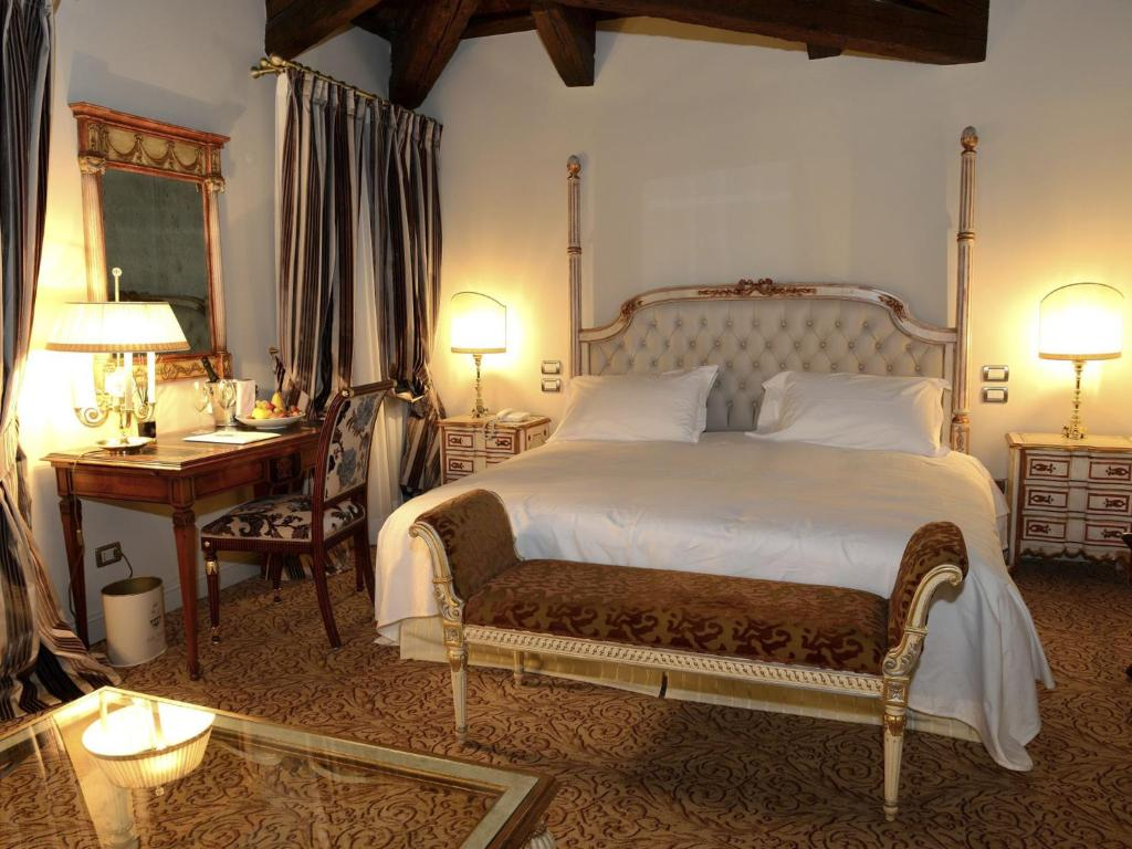 Book Now Hotel Ristorante Villa Palma (Mussolente, Italy). Rooms Available for all budgets. Villa Palma dates back to the 18th century and is now a 4-star hotel offering traditional-style rooms with free Wi-Fi. Located 5 km from Bassano del Grappa it is surrounded by