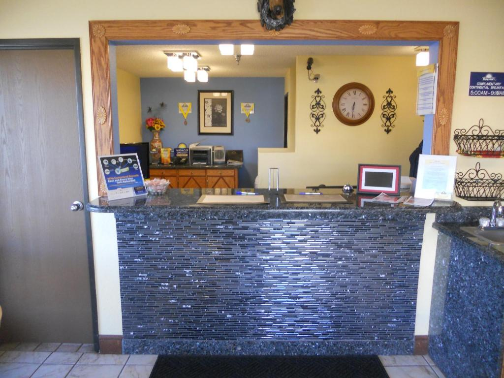 Book Now Days Inn Tucumcari (Tucumcari, United States). Rooms Available for all budgets. Along with free Wi-Fi the Days Inn Tucumcari offers I-40 proximity and easy-on-the-wallet rates. This exterior-corridor hotel offers 40 rooms (non-smoking available) well-equi