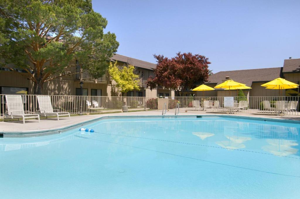 Book Now Red Lion Hotel Canyon Springs/Twin Falls (Twin Falls, United States). Rooms Available for all budgets. When looking for free Wi-Fi and airport transport and easy access to Snake River guests pick the Red Lion Hotel Canyon Springs/Twin Falls. All 112 rooms at the low-rise Red Li