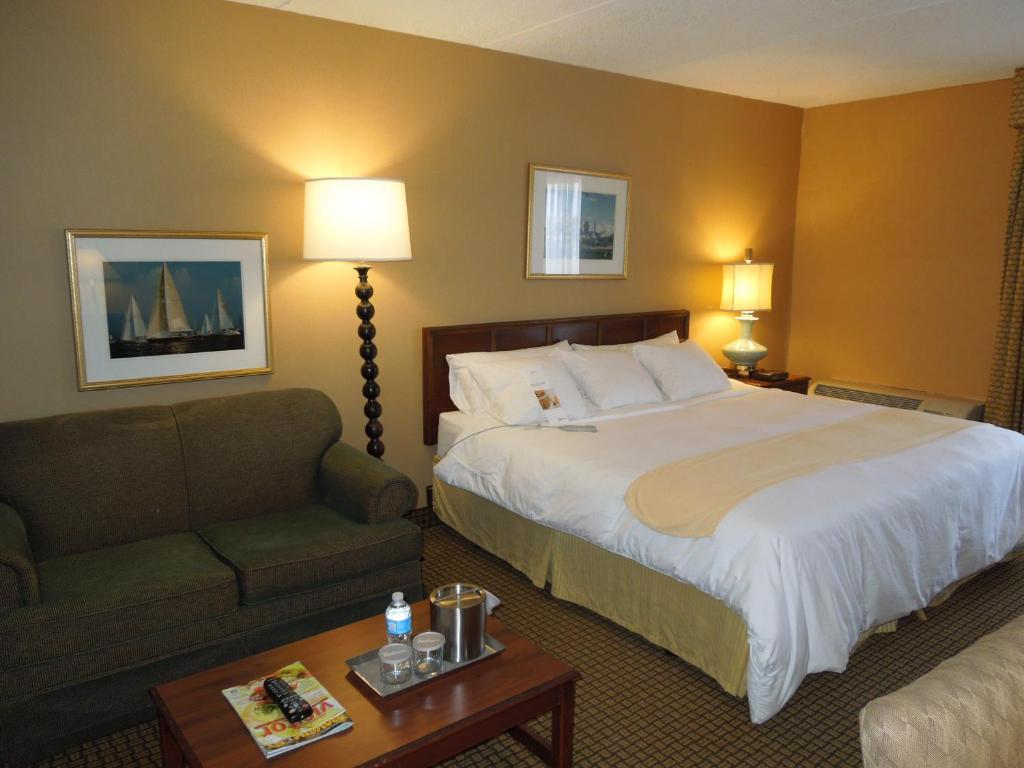 radisson hotel cleveland airport in north olmsted ohio. Black Bedroom Furniture Sets. Home Design Ideas