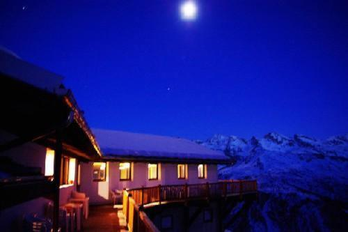 Book Now Albergo Ristoro Sitten (Gressoney la Trinite, Italy). Rooms Available for all budgets. Albergo Ristoro Sitten is chalet-style hotel with a terrace offering panoramic views across Gressoney La Trinité. It is right at the top of the Sant'Anna cable car