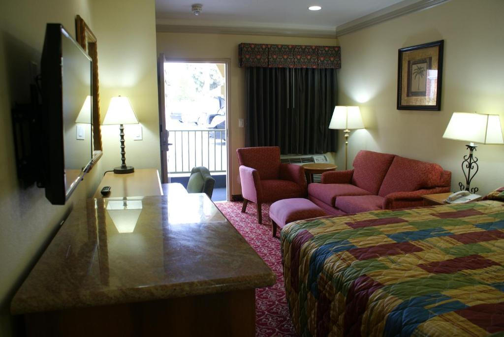 Book Now Amber Motel (Inglewood, United States). Rooms Available for all budgets. Located off Interstate 105 this Inglewood California hotel offers rooms with free Wi-Fi and a cable TV. Free parking is provided on site and the Los Angeles International