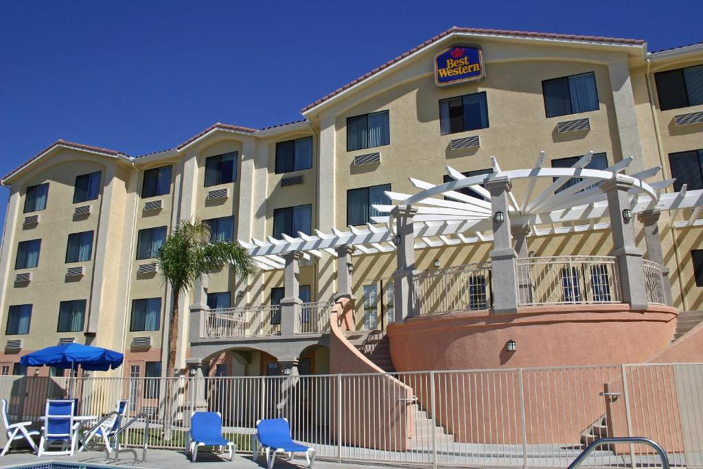 Book Now Best Western Plus Lake Elsinore Inn & Suites (Lake Elsinore, United States). Rooms Available for all budgets. Complimentary hot breakfast free Wi-Fi a heated outdoor pool and hot tub await at the non-smoking Best Western Plus Lake Elsinore Inn & Suites. At the three-story Best Western