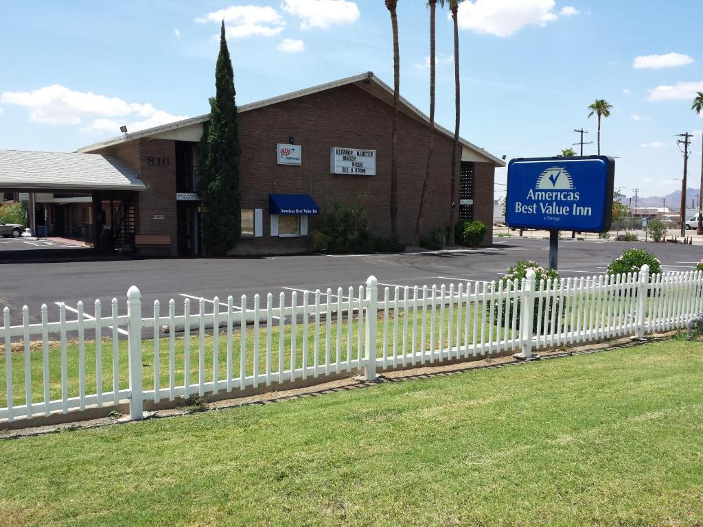 Book Now Americas Best Value Inn Tucson (Tucson, United States). Rooms Available for all budgets. Offering a convenient airport location with free Wi-Fi and a seasonal outdoor pool Americas Best Value Inn provides economical comfort for business and leisure travelers. The