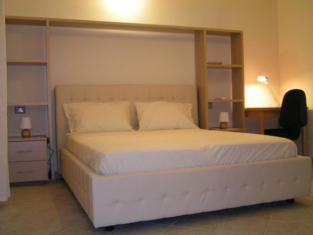 Libreria A Ponte Sul Letto.Anania A Partire Da 50 Eur Hotel A Cagliari Italia
