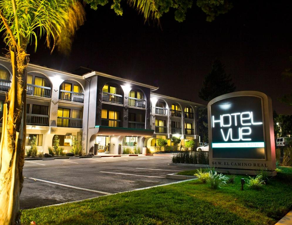 Book Now Hotel Vue (Mountain View, United States). Rooms Available for all budgets. In the middle of the dining and nightlife action in Mountain View Hotel Vue wins over our guests with comfy accommodations and value-friendly rates. Each of the 55 rooms at th