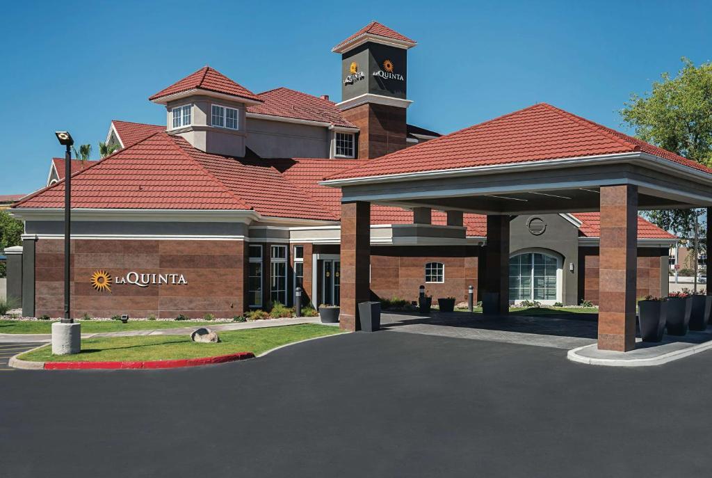 La Quinta Inn & Suites Phoenix Chandler photo