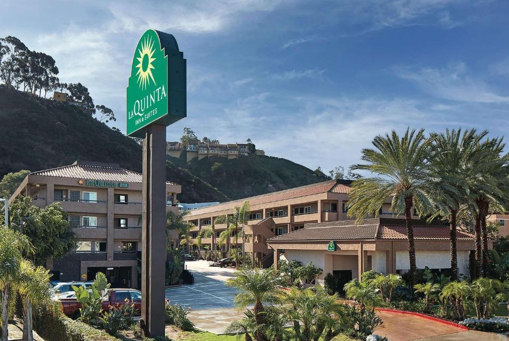 La Quinta Inn & Suites San Diego Seaworld Zoo Area photo