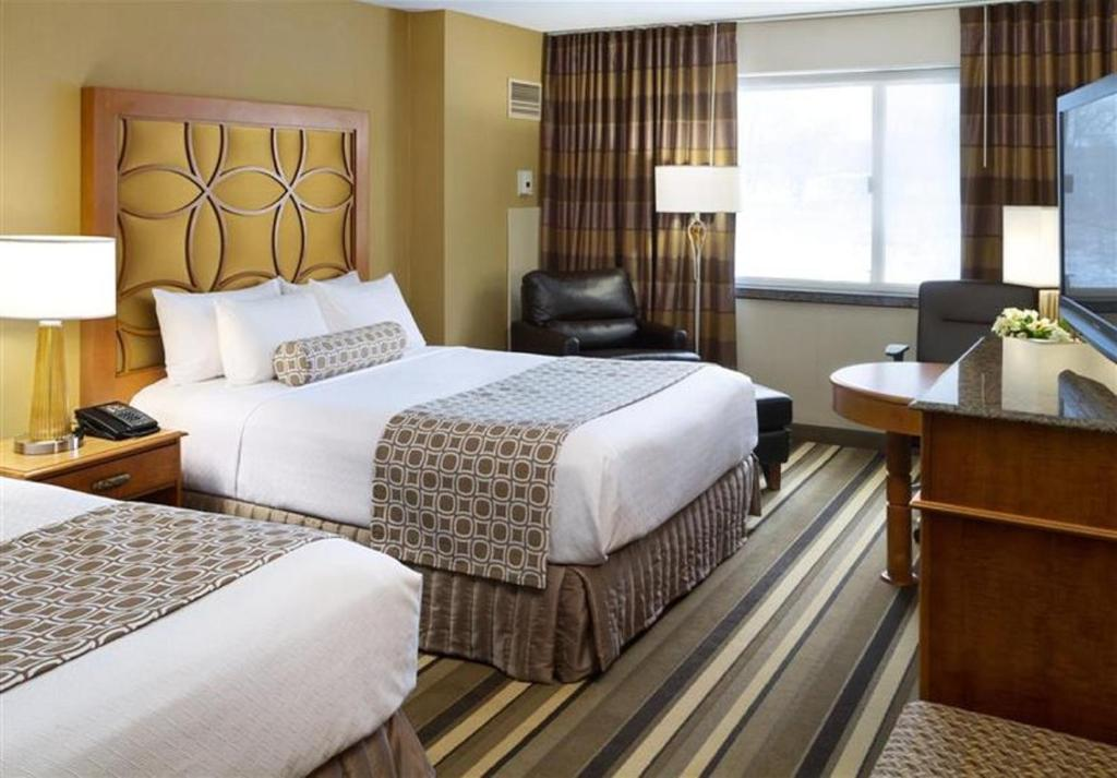 Book Now Crowne Plaza Minneapolis West (Plymouth, United States). Rooms Available for all budgets. Stylish rooms with flat-panel TVs and free Wi-Fi combine with an on-site restaurant and indoor pool to make the Crowne Plaza Minneapolis West a highly rated choice among our g