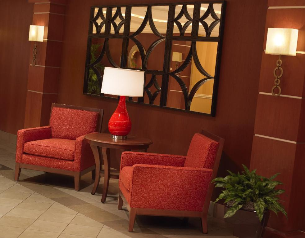Book Now Cleveland Airport Marriott (Cleveland, United States). Rooms Available for all budgets. An indoor pool and hot tub and a gourmet restaurant are just a few of the features that our guests enjoy at the non-smoking Cleveland Airport Marriott. The 368 rooms on nine f