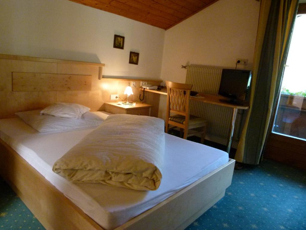Book Now Hotel Stocker (San Valentino alla Muta, Italy). Rooms Available for all budgets. Only 100 metres from the Alga di S. Valentino ski slopes Hotel Stocker is 5 minutes' drive from Lake Muta. Free wellness facilities include a sauna hot tub and Turkish bath.Ro