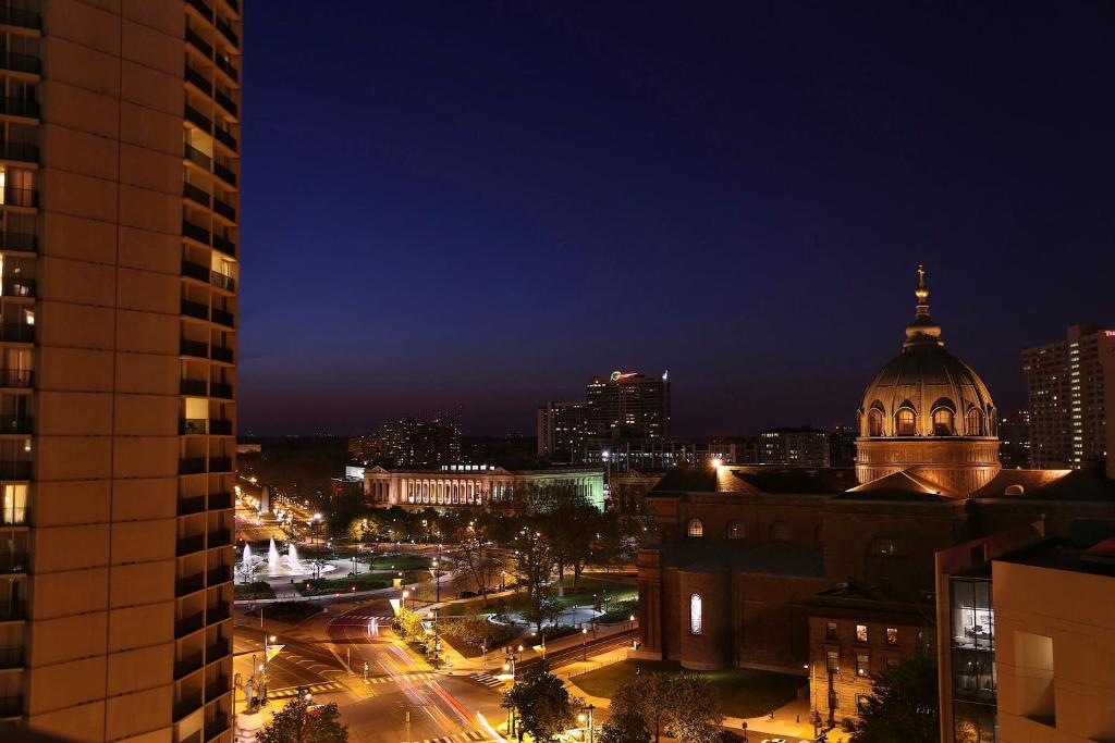 Book Now The Windsor Suites Philadelphia (Philadelphia, United States). Rooms Available for all budgets. This all-suite Philadelphia hotel offers on-site dining and 24-hour gym. Located an 483 metres from 15th Street Trolley Station its spacious accommodations feature fully equip