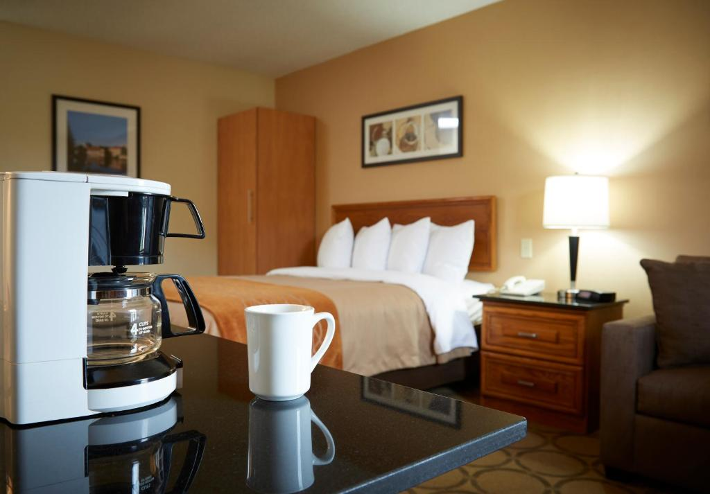 Book Now Comfort Inn Yarmouth (Yarmouth, Canada). Rooms Available for all budgets. Roomy units include free Wi-Fi kitchen appliances and complimentary hot breakfast at the Comfort Inn Yarmouth. The two-story hotel has 79 rooms that all come with free Wi-Fi a