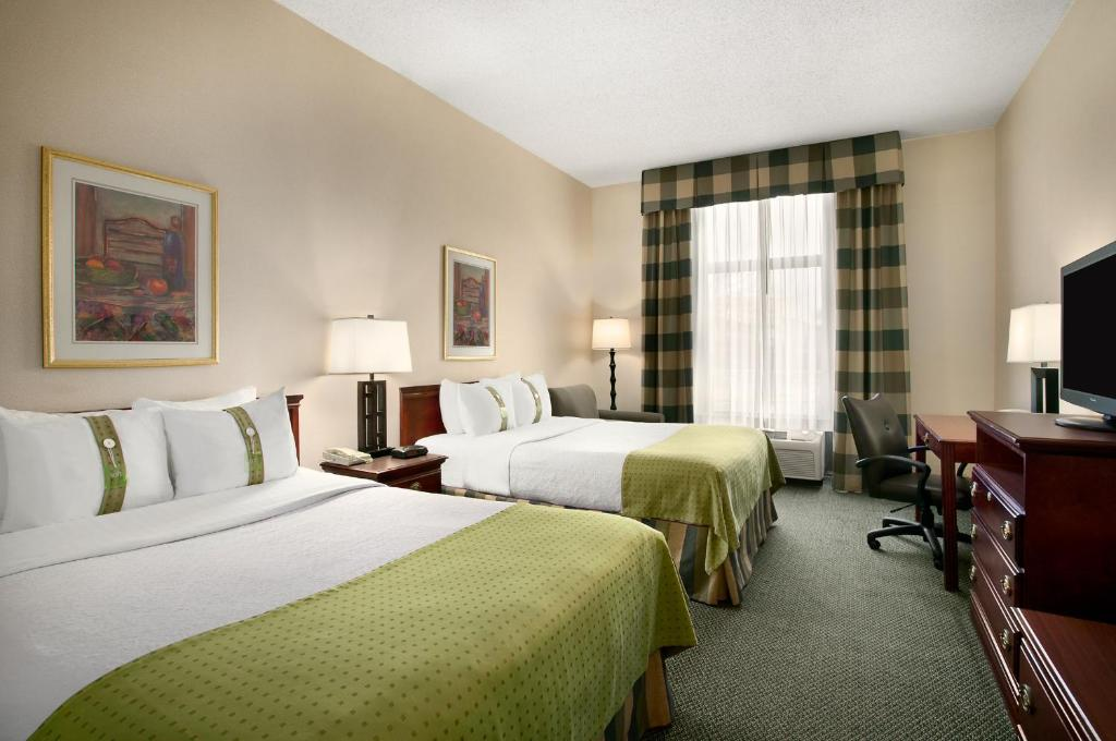 Book Now Holiday Inn St. Louis-South County Center (Saint Louis, United States). Rooms Available for all budgets. An indoor pool free Wi-Fi and an on-site restaurant are just a few of the amenities that make the Holiday Inn St. Louis - South County Center a convenient hub for exploring th