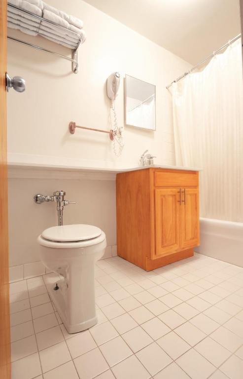 Book Now Hotel 309 (New York City, United States). Rooms Available for all budgets. Spacious rooms free breakfast and a walkable location near the subway and Chelsea Market are a few of the grade-A amenities available at the non-smoking Hotel 309. Wood floors