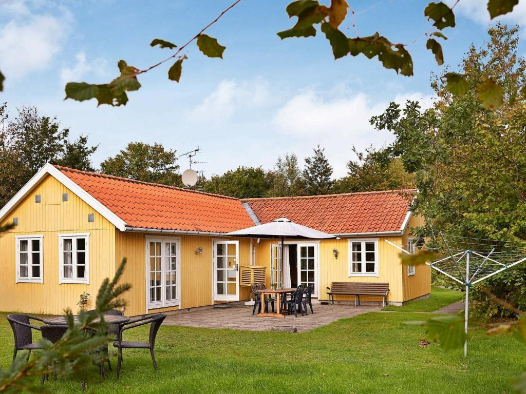 Three-Bedroom Holiday home in Rønne 2