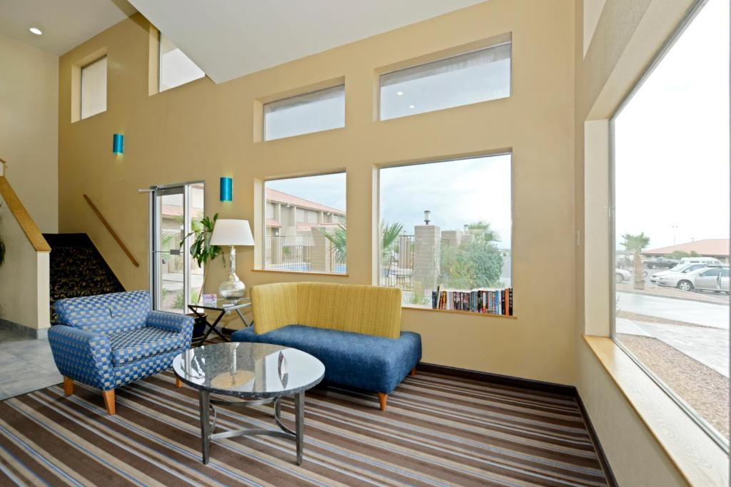 Book Now Best Western Desert Oasis (Ehrenberg, United States). Rooms Available for all budgets. With free Wi-Fi and large flat-panel TVs in every room plus a year-round outdoor pool and hot tub the non-smoking Best Western Desert Oasis really lives up to its name. Freshl
