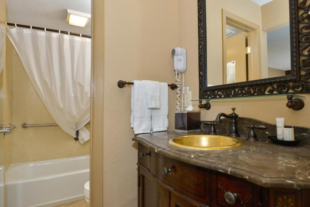 Book Now Best Western Plus Landing View Inn & Suites (Branson, United States). Rooms Available for all budgets. Rooms with microwaves and fridges attractive rates and a family-friendly attitude make the Best Western Plus Landing View Inn & Suites a solid choice for our guests. The 108 c