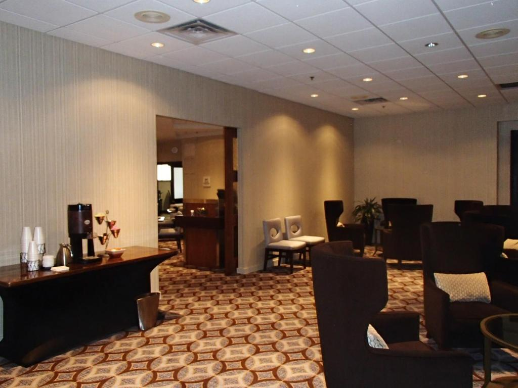 Book Now Hilton Arlington (Arlington, United States). Rooms Available for all budgets. Upscale accommodations near Six Flag Rangers Ballpark and Cowboys Stadium combine with freebies like airport shuttle service Wi-Fi and parking at the Hilton Arlington which ea
