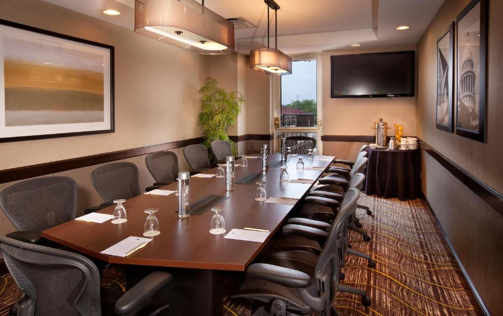 Book Now Doubletree Suites By Hilton Hotel Austin (Austin, United States). Rooms Available for all budgets. The fully equipped kitchens an outdoor pool a hot tub free Wi-Fi and Whole Foods shuttle service get rave reviews from our guests of the non-smoking Doubletree Suites By Hilto