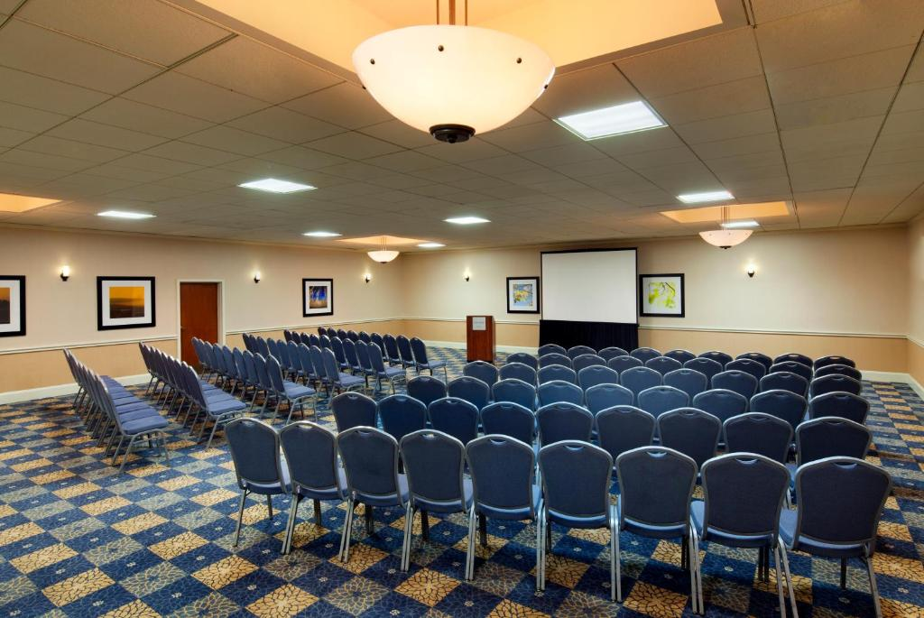 Book Now Four Points By Sheraton Bakersfield (Bakersfield, United States). Rooms Available for all budgets. Plush rooms with free Wi-Fi and flat-panel TVs a heated outdoor pool and a bistro lounge complement beautiful grounds at the non-smoking Four Points by Sheraton Bakersfield. O