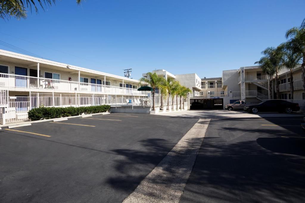 motel 6 newport beach in costa mesa california 12 photos. Black Bedroom Furniture Sets. Home Design Ideas