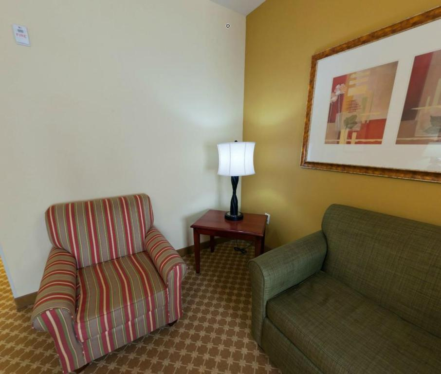 Sala de estar independente Country Inn & Suites by Radisson, High Point (Greensboro/Winston-Salem), NC