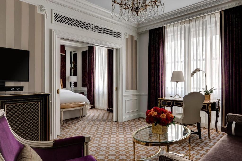 Book Now The St. Regis New York (New York City, United States). Rooms Available for all budgets. Utter elegance free Wi-Fi butler service and legendary drinking and dining venues are highlights for guests at the non-smoking St. Regis New York Hotel. Set in a 1904 Beaux Ar
