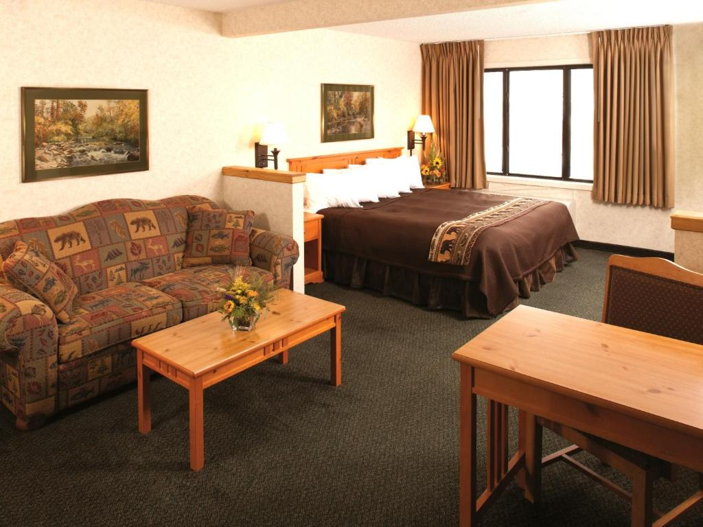 Book Now Kelly Inn and Suites Mitchell (Mitchell, United States). Rooms Available for all budgets. Just off Interstate 90 and less than 2 miles from the Dakota Discover Museum this Mitchell hotel features guest rooms with free Wi-Fi and 37-inch flat-screen TVs. A compliment