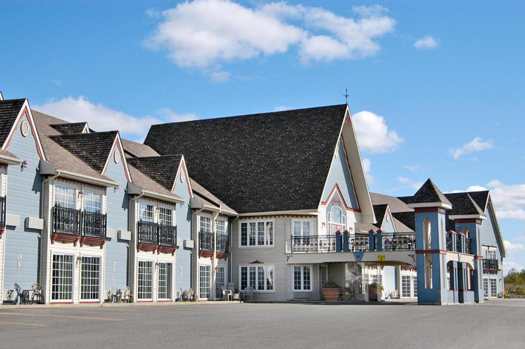 Book Now Days Inn Edmundston (Edmundston, Canada). Rooms Available for all budgets. Conveniently located off the highway the Days Inn Edmundston treats guests to free Wi-Fi and complimentary daily breakfast. Renovated in 2011 the Days Inn has a blue chateau-s