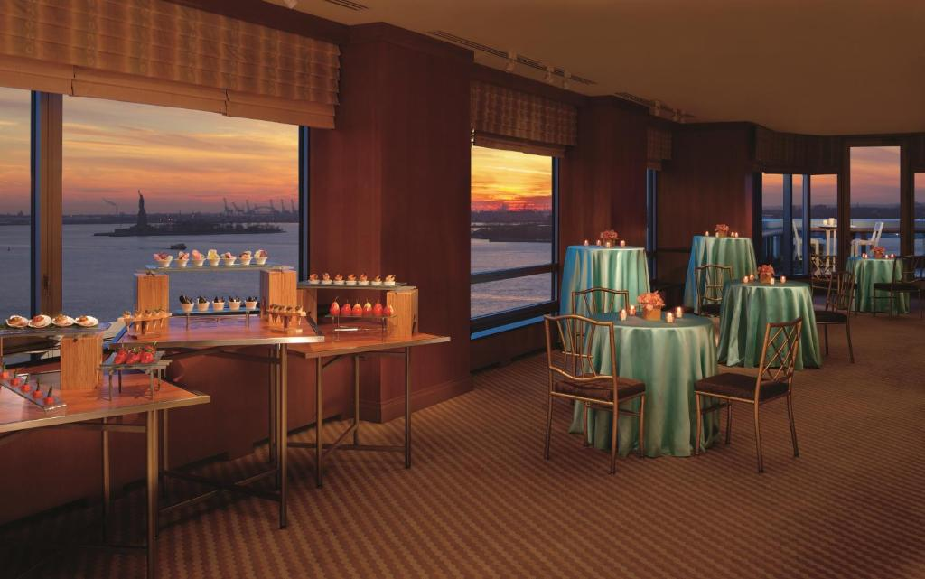 Book Now The Ritz-Carlton New York Battery Park (New York City, United States). Rooms Available for all budgets. Views of the Statue of Liberty uber-plush beds and an on-site spa make The Ritz-Carlton New York Battery Park a top-shelf choice for our guests. The Ritz spans 39 floors and h