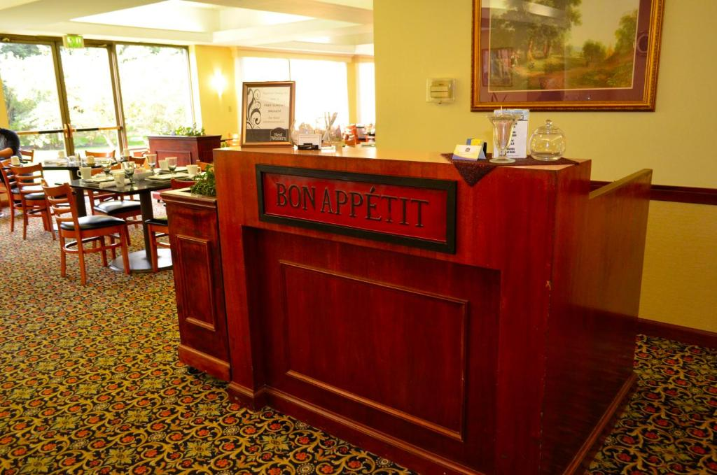 Book Now Best Western Grand Victorian Inn (Sayre, United States). Rooms Available for all budgets. The Best Western Grand Victorian Inn offers an array of recreation to our guests from a heated indoor pool and tennis courts to a well-equipped fitness room as well as valuabl