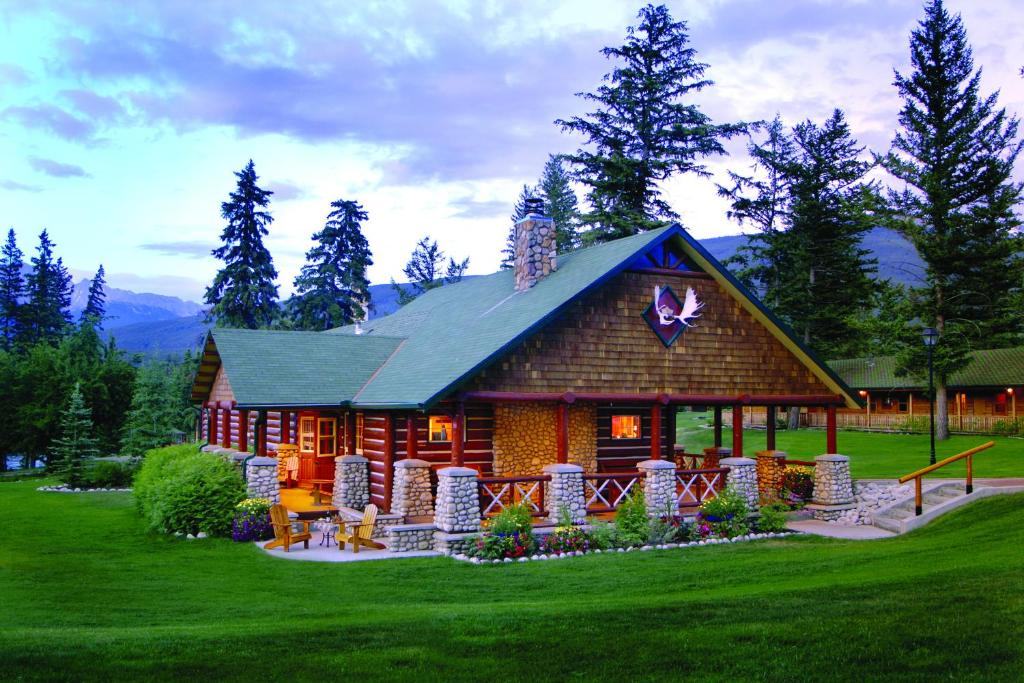Fairmont jasper park lodge in jasper alberta canada 12 for Jasper luxury cabins