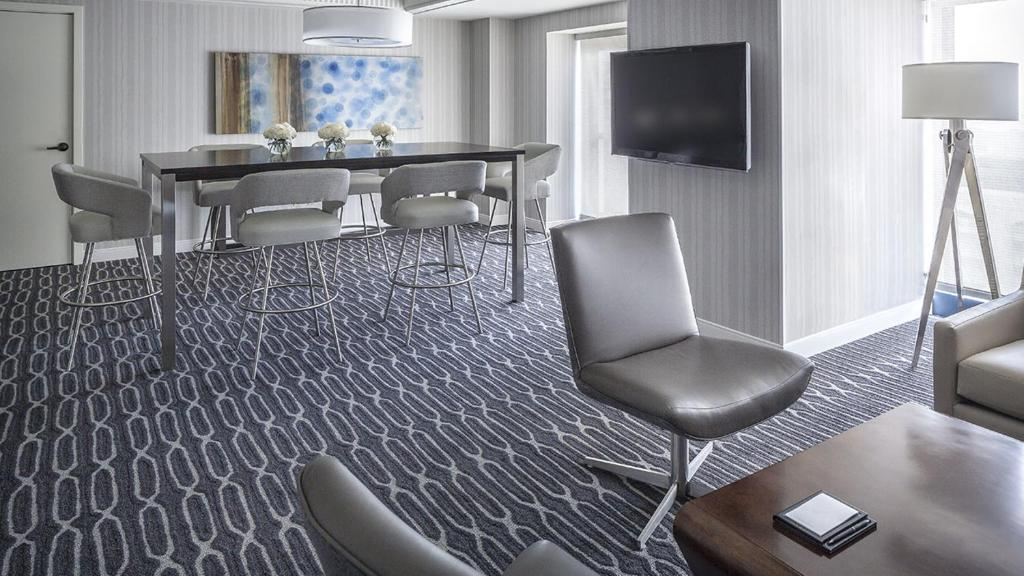 Book Now Manchester Grand Hyatt San Diego (San Diego, United States). Rooms Available for all budgets. From the over-the-top lobby of carved wood and inlaid marble to the spectacular panoramic views of downtown and the bay the amenity-filled Manchester Grand Hyatt San Diego is
