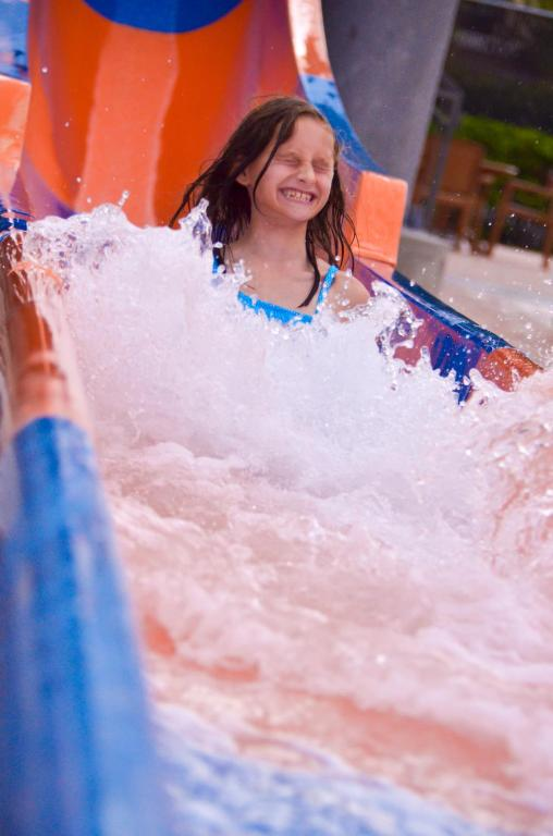 Book Now Coco Key Hotel And Water Resort - Orlando (Orlando, United States). Rooms Available for all budgets. Featuring an outdoor waterpark of almost 6000 m² this Orlando hotel is just 4.8 km from the Universal Orlando Resort. A theme park shuttle service and free Wi-Fi are availa