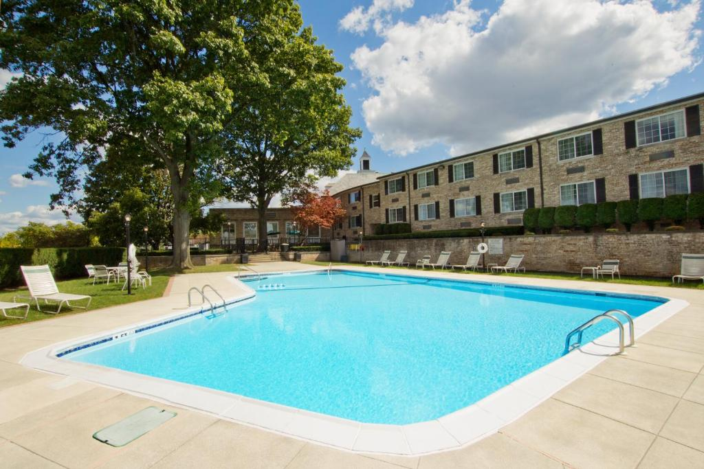 Book Now Radisson Hotel Harrisburg (Camp Hill, United States). Rooms Available for all budgets. A convenient location five minutes from downtown an outdoor pool and complimentary high-speed internet access make the non-smoking Radisson Hotel Harrisburg a savvy traveler's