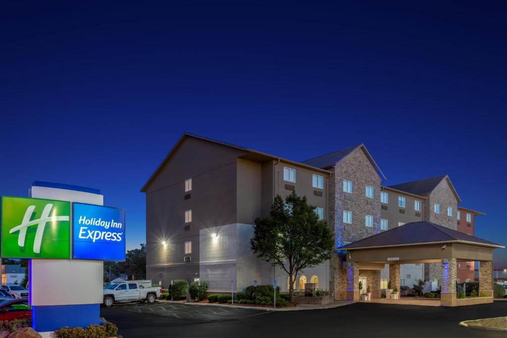Holiday Inn Express Hotel & Suites Exit I-71 Ohio State Fair - Expo Center photo